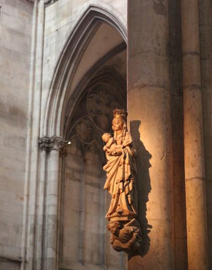 cologne-dom-statue